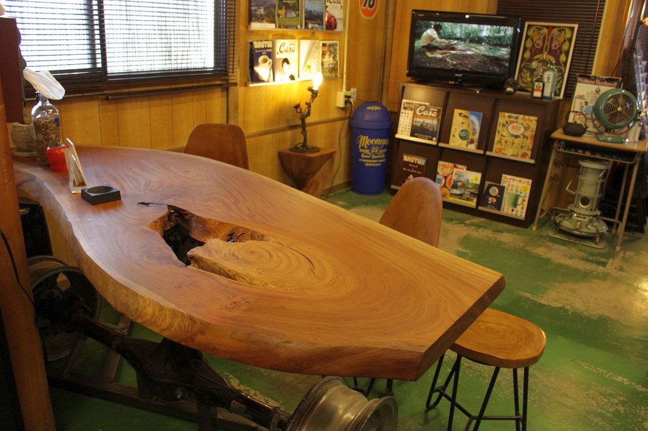 内観テーブル横